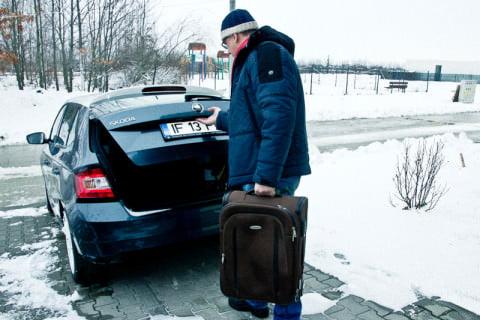 Mai întâi, o valiză de dimensiuni medii...