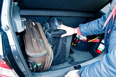 ...şi un laptop în geanta lui, în care rămâne loc şi pentru cărţi...