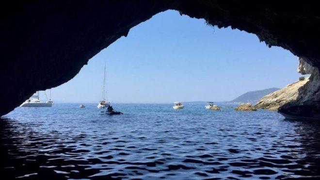 """""""Aici se ascundea ziua un submarin grec în al doilea război..."""""""
