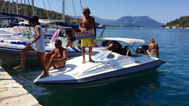 """Petros, amicul lui Nikos: """"Vrei barca? E de vânzare. Și nevasta e de vânzare - o dau practic gratis""""."""